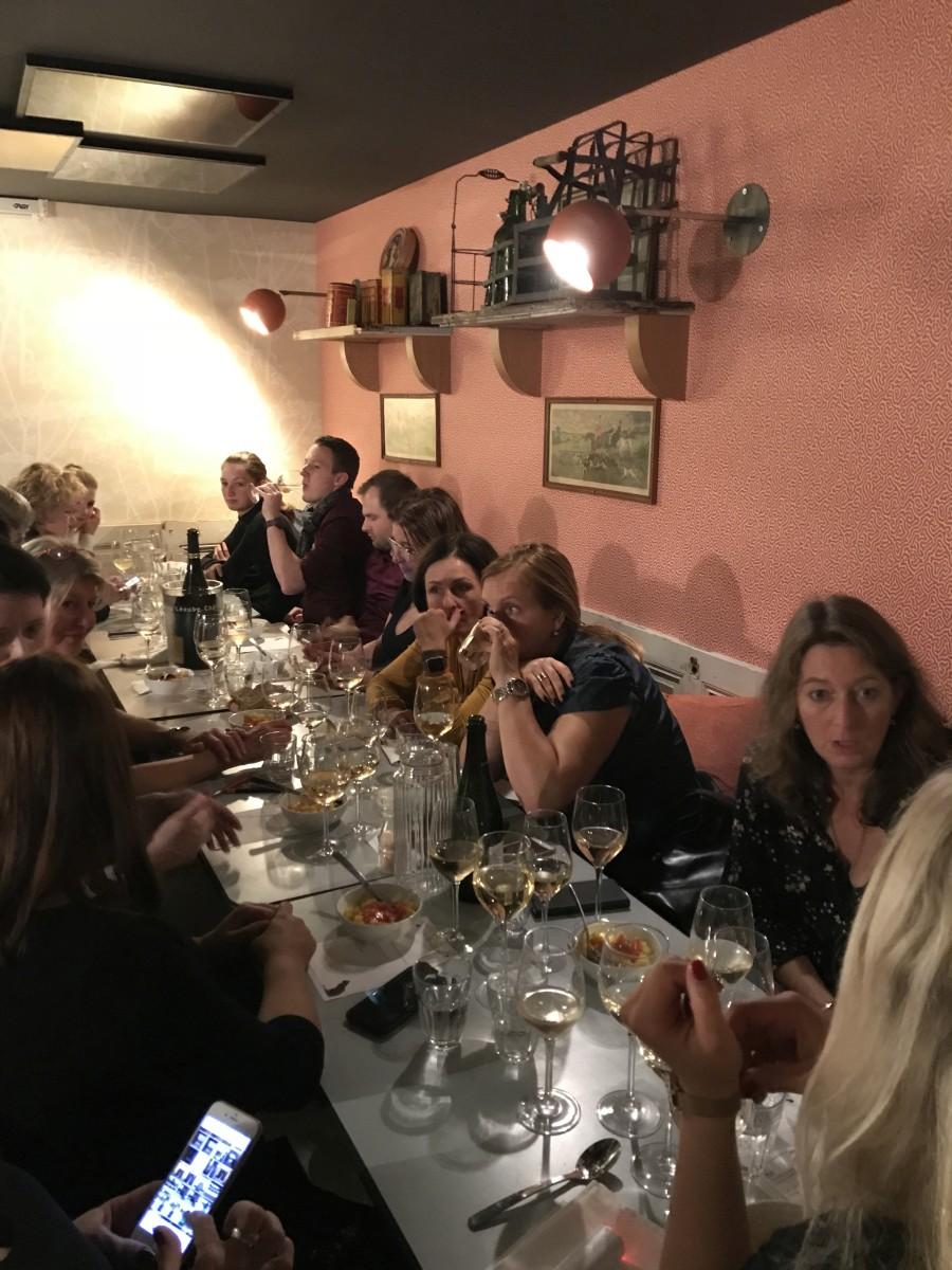 4 Gemütliches Dinner mit Champagne Devaux