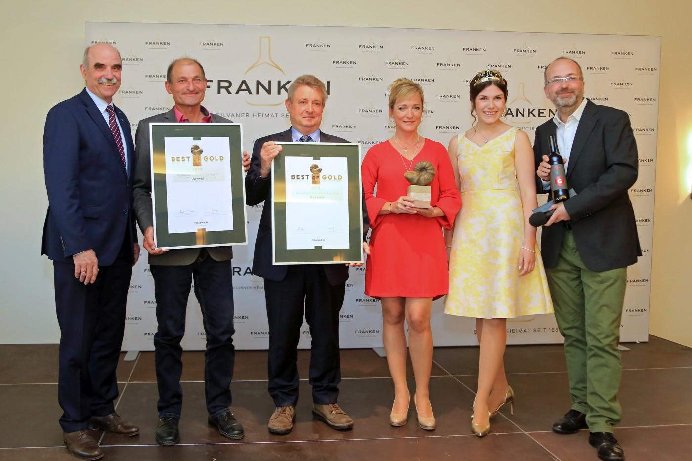 Artur Steinmann, Herbert Müller, Max Markert, Nicole Roth, Fränkische Weinkönigin Carolin Meyer und Pate Felix Bodmann (Berlin). Foto: Rudi Merkl